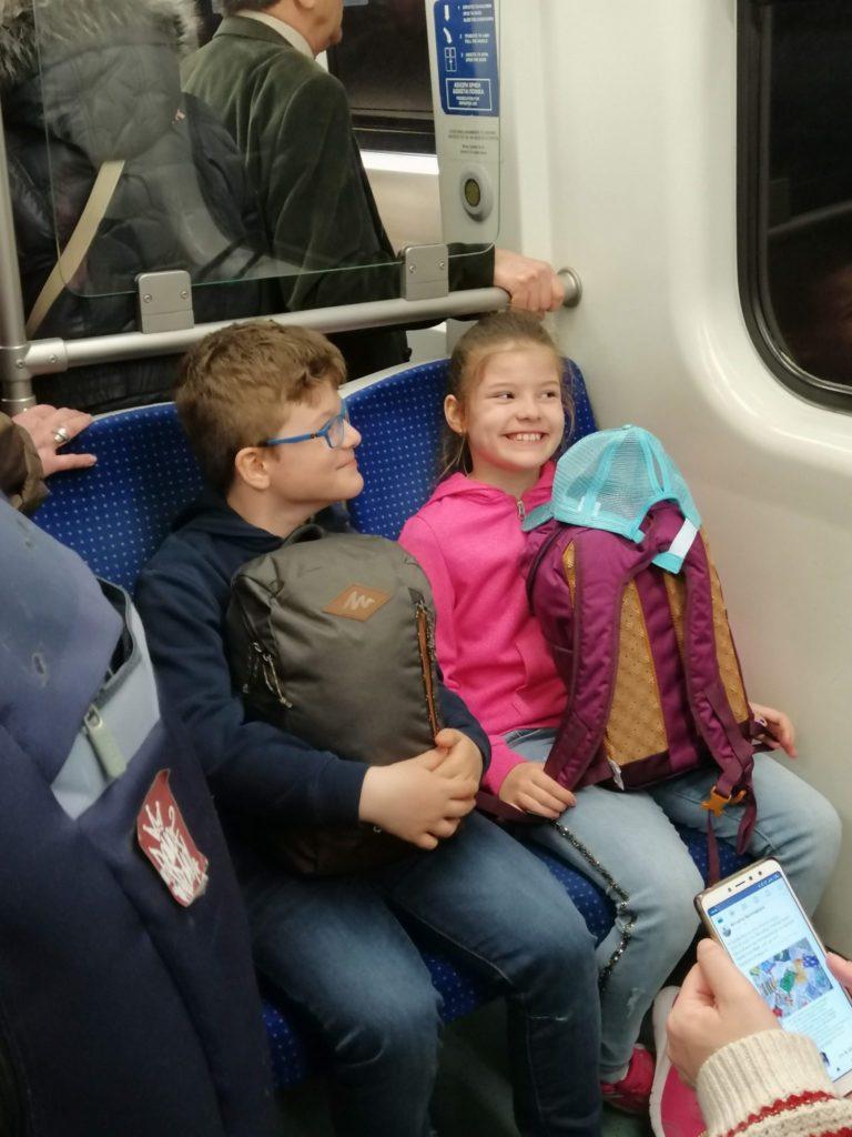 copii in metrou